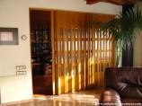 Puerta Plegable de PVC con vidrieras