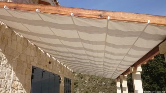 Pergola de aluminio con lona impermeable y pergola de madera